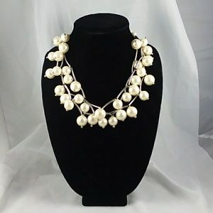 Large bauble imitation pearl and bead necklace  q